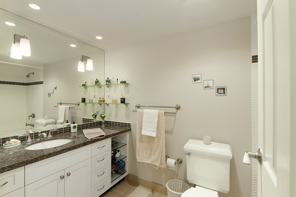 Renovated main Flr Bathroom with Jacuzzi tub & heated floors