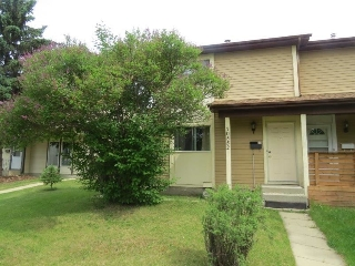 Main Photo: 10552 BEAUMARIS Road in Edmonton: Zone 27 House Half Duplex for sale : MLS® # E4067571