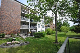 Main Photo:  in Edmonton: Zone 16 Condo for sale : MLS(r) # E4069112