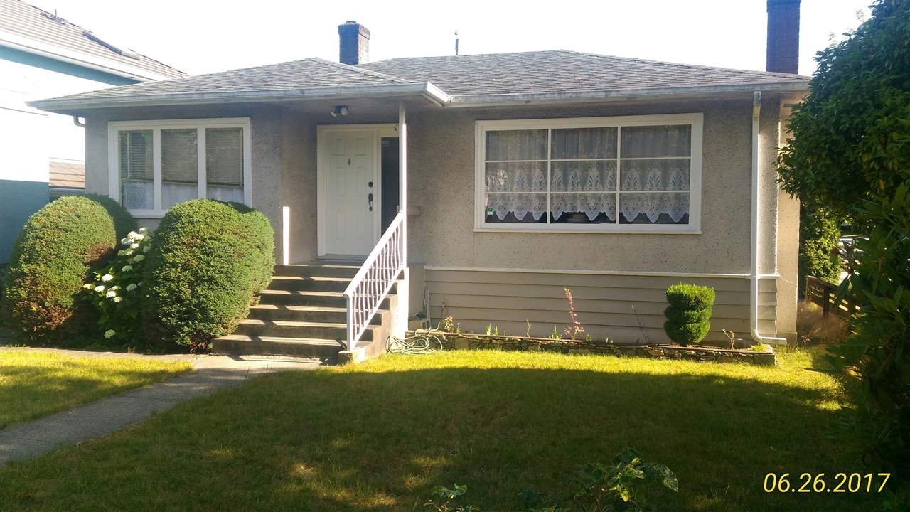 "Main Photo: 2708 E 52ND Avenue in Vancouver: Killarney VE House for sale in ""KILLARNEY"" (Vancouver East)  : MLS® # R2182872"