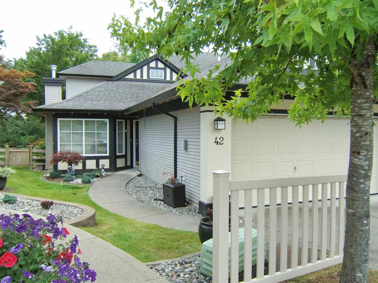 "Main Photo: 42 17917 68 Avenue in Surrey: Cloverdale BC Townhouse for sale in ""WEYBRIDGE"" (Cloverdale)  : MLS(r) # R2190292"