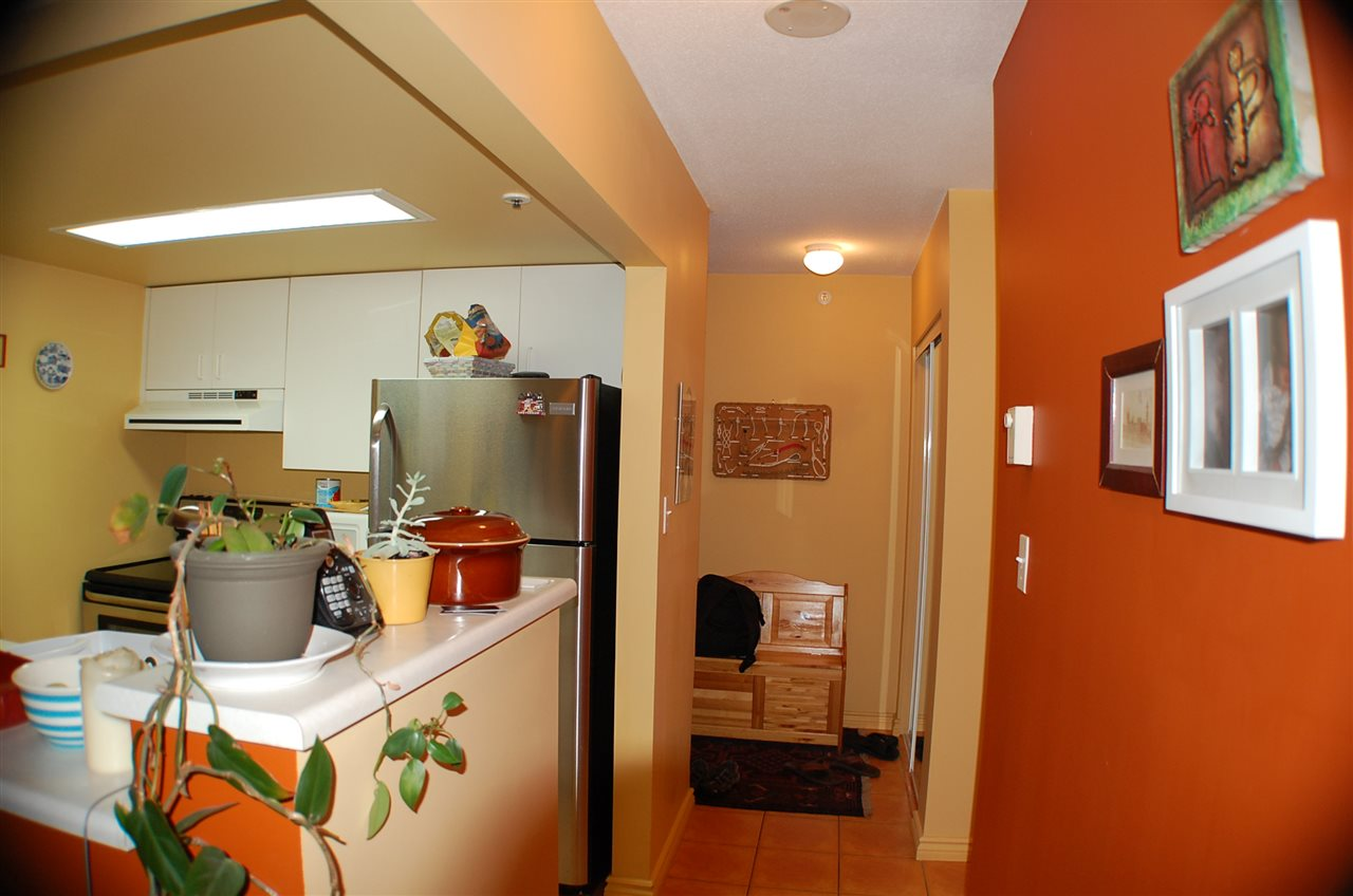 "Photo 4: 801 55 TENTH Street in New Westminster: Downtown NW Condo for sale in ""WESTMINSTER TOWERS"" : MLS® # R2195970"