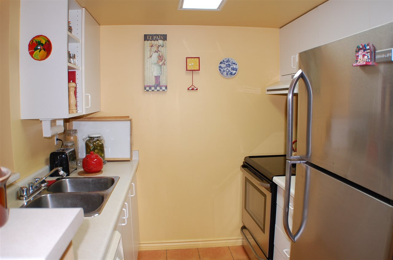 "Photo 2: 801 55 TENTH Street in New Westminster: Downtown NW Condo for sale in ""WESTMINSTER TOWERS"" : MLS® # R2195970"