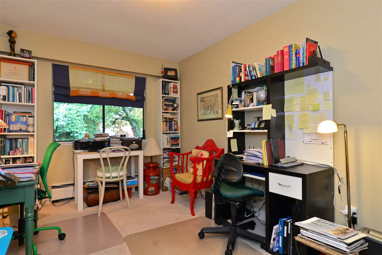 "Photo 3: Photos: 301 1355 FIR Street: White Rock Condo for sale in ""The Pauline"" (South Surrey White Rock)  : MLS® # R2215647"