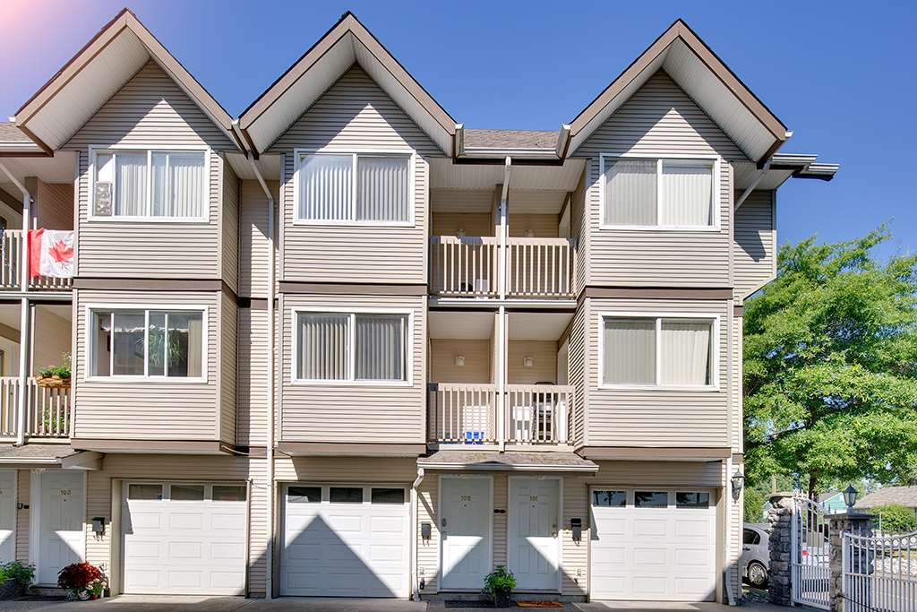 "Main Photo: 102 19700 56 Avenue in Langley: Langley City Townhouse for sale in ""Willowgate"" : MLS®# R2300928"
