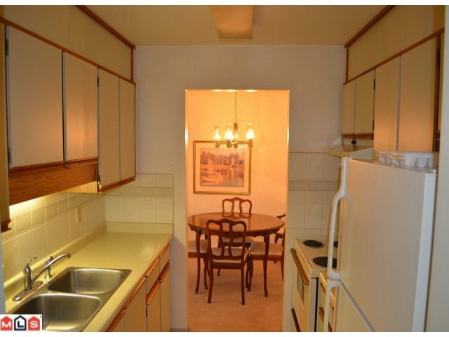 "Photo 5: 101 1460 MARTIN Street: White Rock Condo for sale in ""CAPISTRANO"" (South Surrey White Rock)  : MLS® # F1205256"