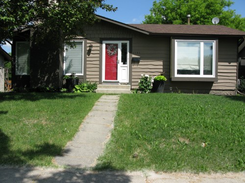 Main Photo: 1131 Chancellor Drive in Winnipeg: Waverley Heights Single Family Detached for sale (South Winnipeg)  : MLS(r) # 1415716