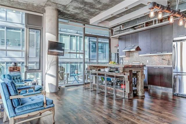 Photo 2: 25 Oxley St Unit #1205 in Toronto: Waterfront Communities C1 Condo for sale (Toronto C01)  : MLS(r) # C3574542