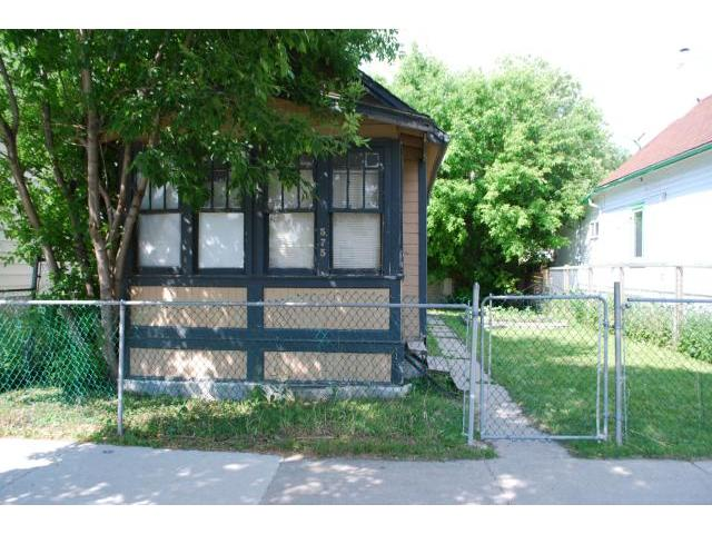 Main Photo: 575 Redwood Avenue in WINNIPEG: North End Residential for sale (North West Winnipeg)  : MLS® # 1314299