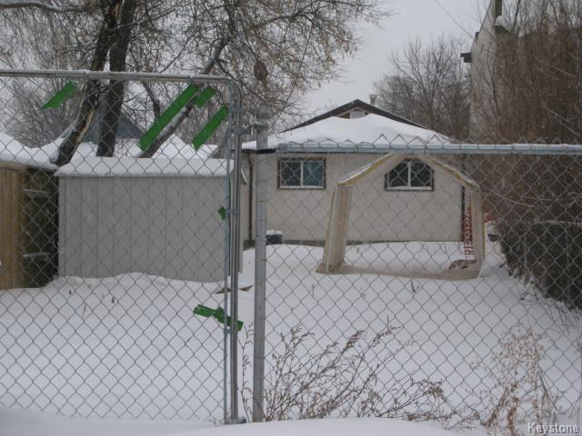 Photo 17: Photos: 558 Stella Avenue in WINNIPEG: North End Single Family Detached for sale (North West Winnipeg)  : MLS® # 1326005