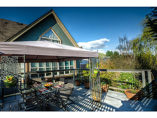 Main Photo: 3658 W 8TH AV in Vancouver: Kitsilano House 1/2 Duplex for sale (Vancouver West)  : MLS® # V1114360