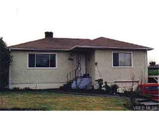 Main Photo: 581 Broadway Street in VICTORIA: SW Glanford Single Family Detached for sale (Saanich West)  : MLS® # 66764