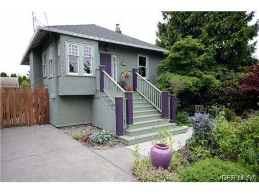 Main Photo: 1679 Knight Avenue in VICTORIA: SE Mt Tolmie Single Family Detached for sale (Saanich East)  : MLS® # 340045