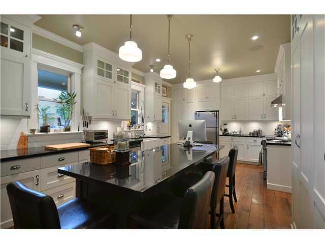 Main Photo: 461 E 10TH Avenue in Vancouver: Mount Pleasant VE House for sale (Vancouver East)  : MLS(r) # V977981