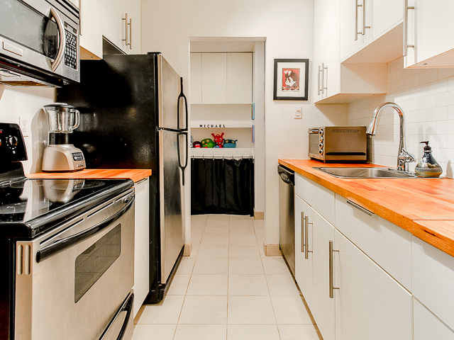 Photo 2: 207 3353 Heather Street in Vancouver: Cambie Condo for sale (Vancouver West)  : MLS(r) # V1060929