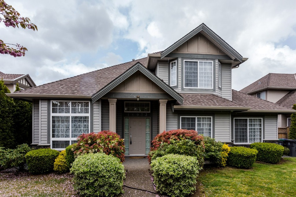 Main Photo: 18933 64 Avenue in Surrey: Cloverdale BC House for sale : MLS® # R2056534