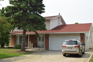 Main Photo: 66 Forest Lake Drive in Winnipeg: Fort Garry / Whyte Ridge / St Norbert Single Family Detached for sale (South Winnipeg)