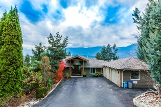 Main Photo: 5000 Northeast 11 Street in Salmon Arm: Raven House for sale (NE Salmon Arm)  : MLS(r) # 10131721