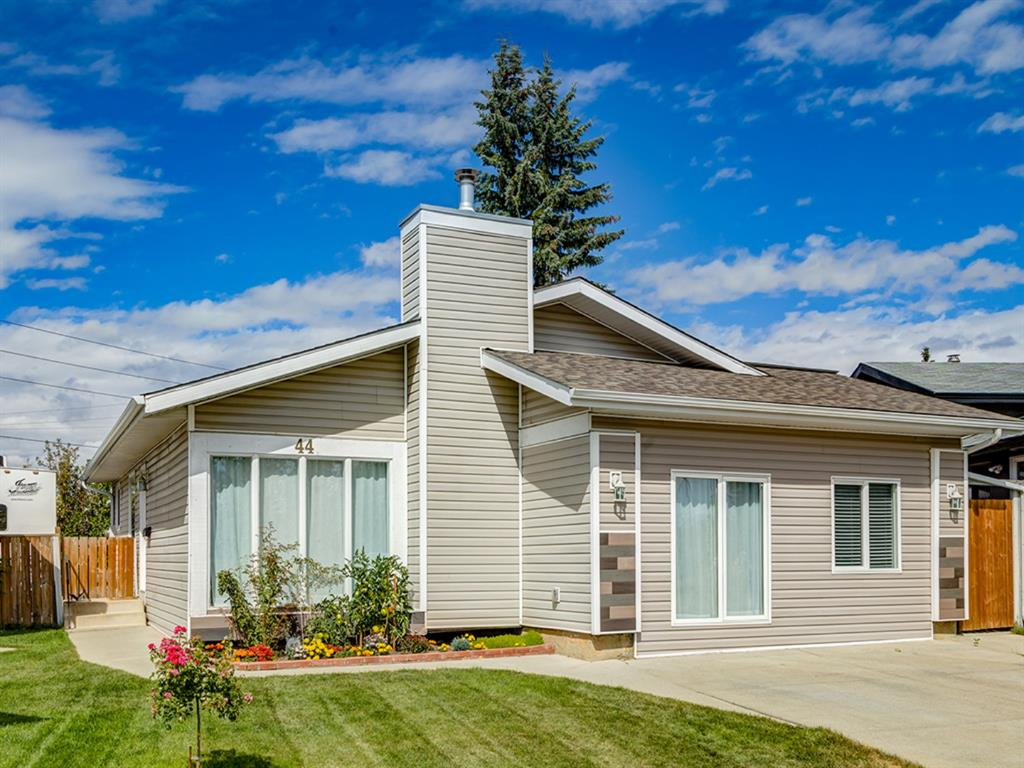FEATURED LISTING: 44 MAITLAND Green Northeast Calgary