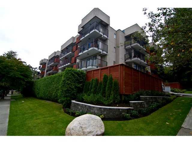 Main Photo: 403 2142 CAROLINA Street in Vancouver: Mount Pleasant VE Condo for sale (Vancouver East)  : MLS®# V925699