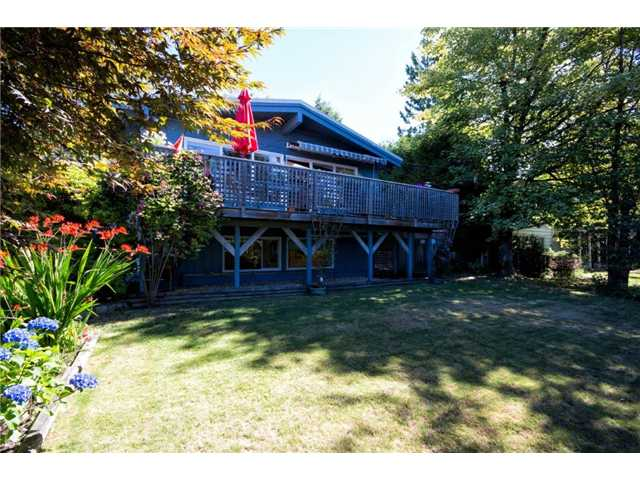 Main Photo: 414 MONTROYAL Boulevard in North Vancouver: Upper Delbrook House for sale : MLS(r) # V1017737