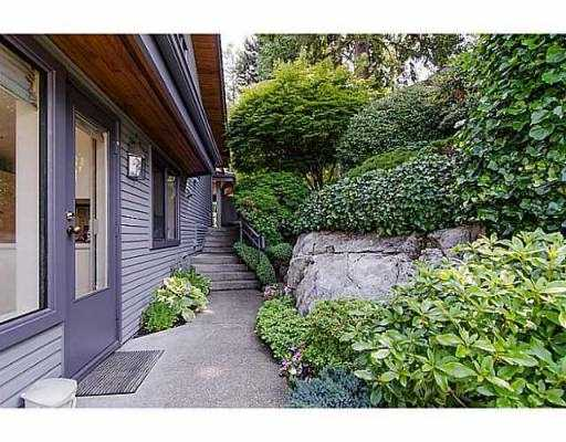 "Photo 16: 5257 ASPEN Crescent in West Vancouver: Upper Caulfeild Townhouse for sale in ""SAHALEE"" : MLS(r) # V1023681"