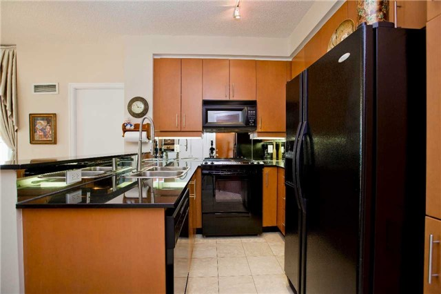 Photo 19: 300 Bloor St Unit #1203 in Toronto: Rosedale-Moore Park Condo for sale (Toronto C09)  : MLS(r) # C3443048