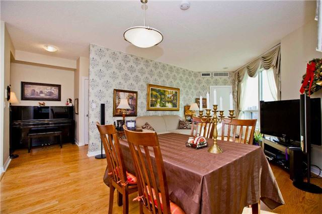 Photo 15: 300 Bloor St Unit #1203 in Toronto: Rosedale-Moore Park Condo for sale (Toronto C09)  : MLS(r) # C3443048