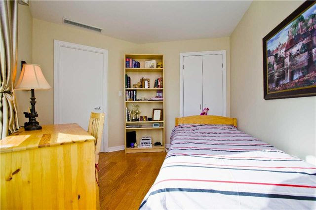 Photo 3: 300 Bloor St Unit #1203 in Toronto: Rosedale-Moore Park Condo for sale (Toronto C09)  : MLS(r) # C3443048