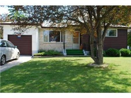 Main Photo: 47 Erie Bay in Winnipeg: Residential for sale (Canada)  : MLS®# 1112823