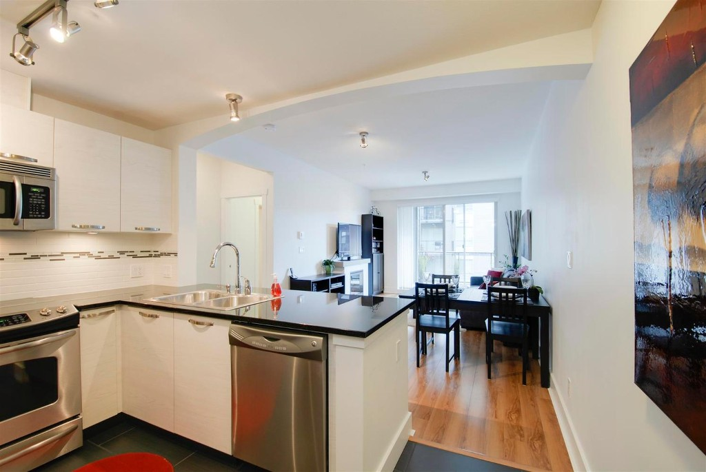 Photo 2: # 409 7418 BYRNEPARK WK in Burnaby: South Slope Condo for sale (Burnaby South)  : MLS(r) # V1046795