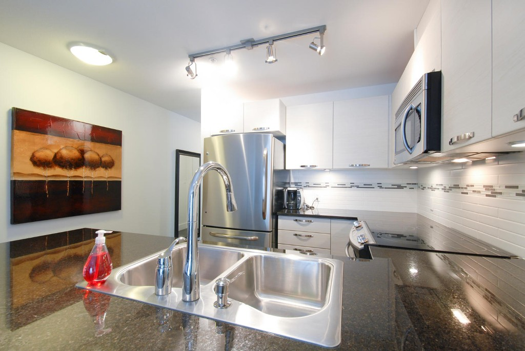 Photo 4: # 409 7418 BYRNEPARK WK in Burnaby: South Slope Condo for sale (Burnaby South)  : MLS® # V1046795