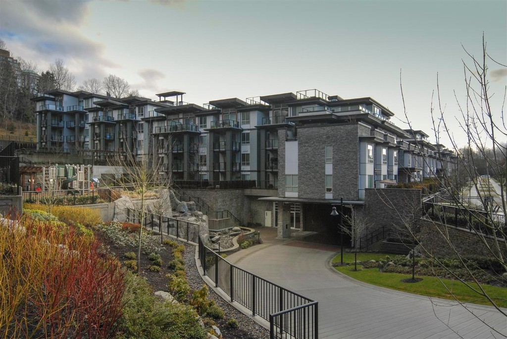 Main Photo: # 409 7418 BYRNEPARK WK in Burnaby: South Slope Condo for sale (Burnaby South)  : MLS® # V1046795