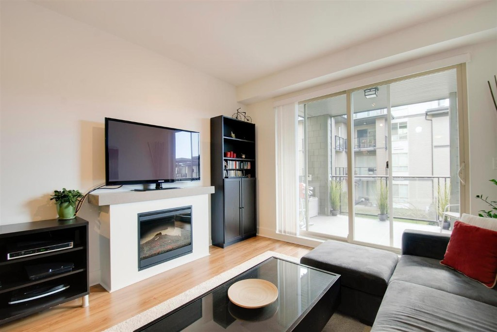 Photo 6: # 409 7418 BYRNEPARK WK in Burnaby: South Slope Condo for sale (Burnaby South)  : MLS® # V1046795