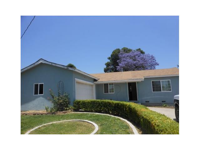 Main Photo: EAST ESCONDIDO House for sale : 4 bedrooms : 1050 Erica Street in Escondido