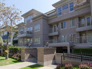 "Main Photo: 308 2490 W 2ND Avenue in Vancouver: Kitsilano Condo for sale in ""TRINITY PLACE"" (Vancouver West)  : MLS® # V966955"
