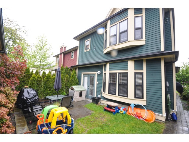 Photo 9: 1218 16th Avenue in Vancouver: House 1/2 Duplex for sale : MLS(r) # V1069829
