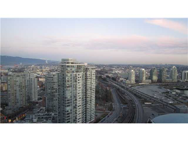 "Photo 2: 3301 602 CITADEL PARADE in Vancouver: Downtown VW Condo for sale in ""SPECTRUM 4"" (Vancouver West)  : MLS(r) # V930449"