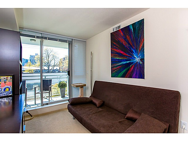 "Photo 6: 328 2008 PINE Street in Vancouver: False Creek Condo for sale in ""MANTRA"" (Vancouver West)  : MLS(r) # V1003276"