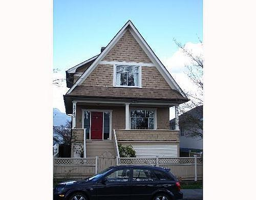 Main Photo: 2743 DUNDAS Street in Vancouver East: Hastings East Home for sale ()