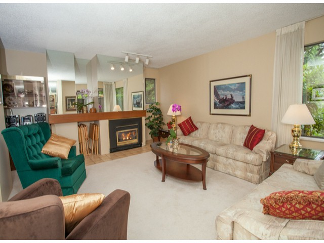 Photo 2: # 104 12741 16TH AV in Surrey: Crescent Bch Ocean Pk. Condo for sale (South Surrey White Rock)  : MLS(r) # F1415306