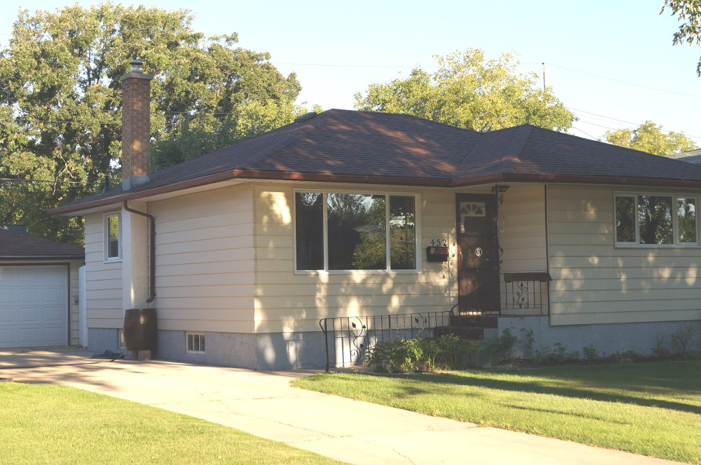 Main Photo: 452 Marjorie Street in Winnipeg: Single Family Detached for sale (South Winnipeg)  : MLS® # 1522943