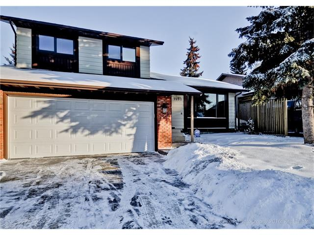Main Photo: 1480 BERKLEY DR NW in Calgary: Beddington Heights House for sale : MLS®# C4044686