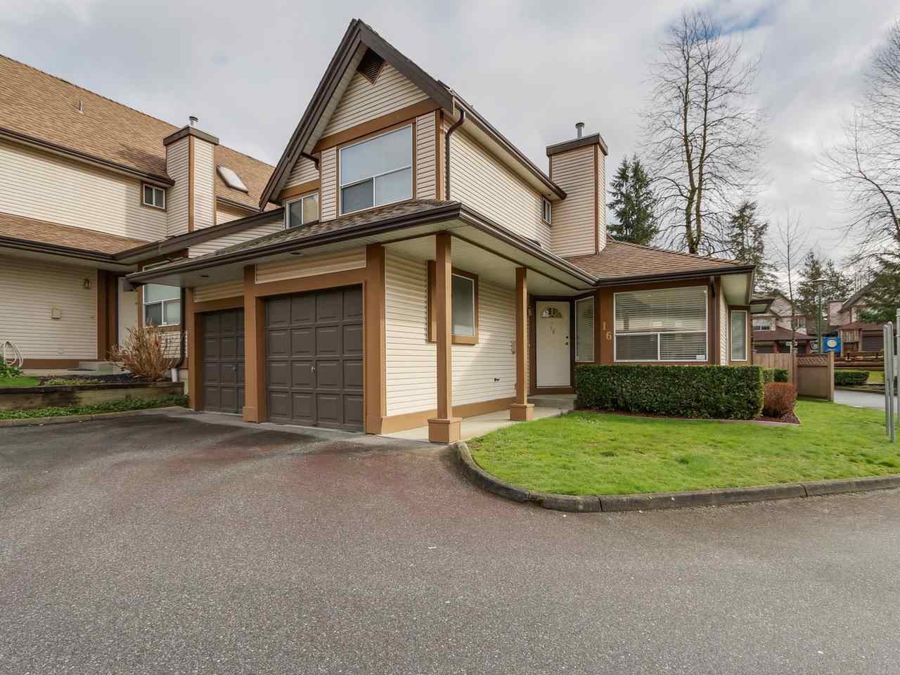 Main Photo: 16 23151 HANEY BYPASS in Maple Ridge: East Central Townhouse for sale : MLS(r) # R2040781