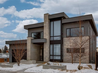Main Photo: 1931 BRIAR CR NW in Calgary: Hounsfield Heights/Briar Hill House for sale : MLS(r) # C4096010
