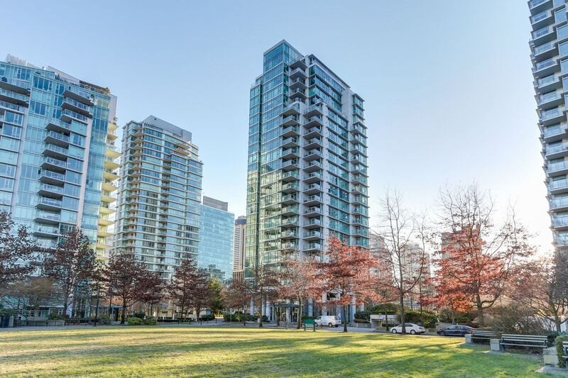 Main Photo: 305 1680 BAYSHORE DRIVE in Vancouver: Coal Harbour Condo for sale (Vancouver West)  : MLS®# R2130956