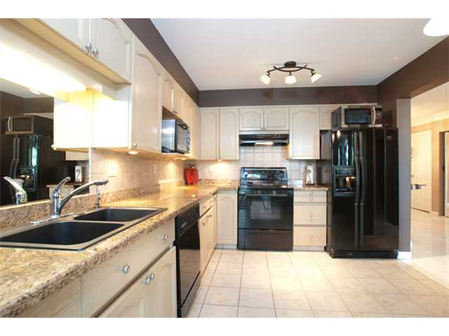 Photo 3: # 402 1230 QUAYSIDE DR in : Quay Condo for sale : MLS® # V866845