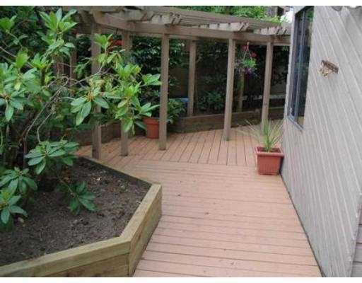 Photo 2: 104 1575 BALSAM ST in Vancouver: Kitsilano Condo for sale (Vancouver West)  : MLS® # V542181