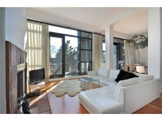 "Main Photo: 21 2156 W 12TH Avenue in Vancouver: Kitsilano Condo for sale in ""METRO"" (Vancouver West)  : MLS(r) # V937590"