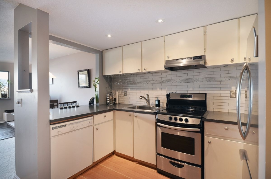Photo 3: 301 1990 W 6TH Avenue in Vancouver: Kitsilano Condo for sale (Vancouver West)  : MLS® # V943406